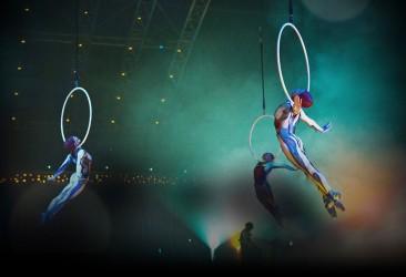 quidam-act-aerial-hoops